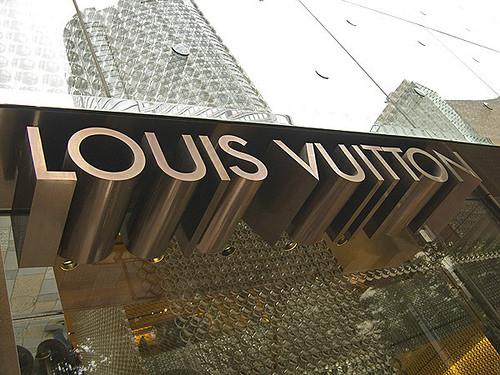 Fachada de una de las numerosas tiendas de Louis Vuitton