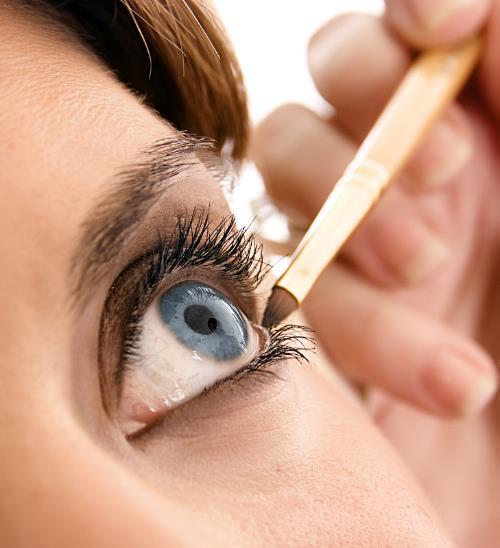 maquillando un ojo